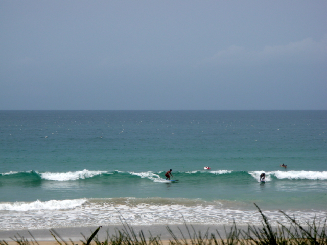 серфинг на пляже Бай Зай